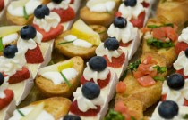 It's wedding season – how to eat canapes gracefully