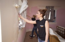 400 people lend a hand