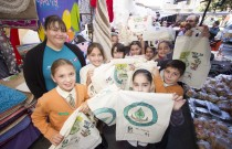 Żurrieq shoppers receive eco-friendly cloth bags through HSBC Catch the Drop project