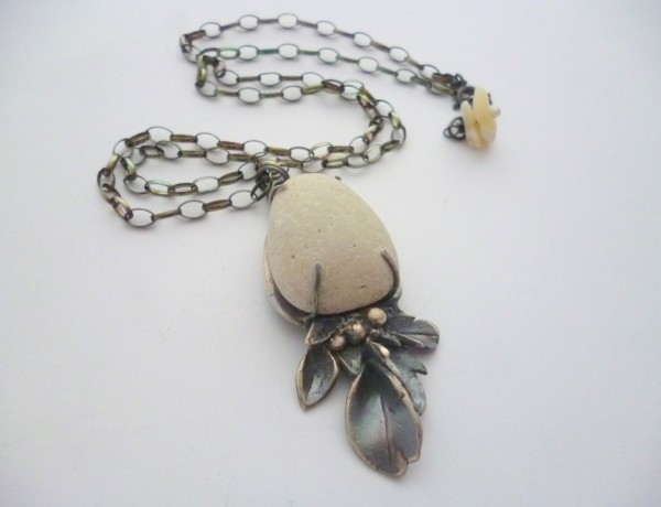 Silvana Mallia – White Pebble Pendant