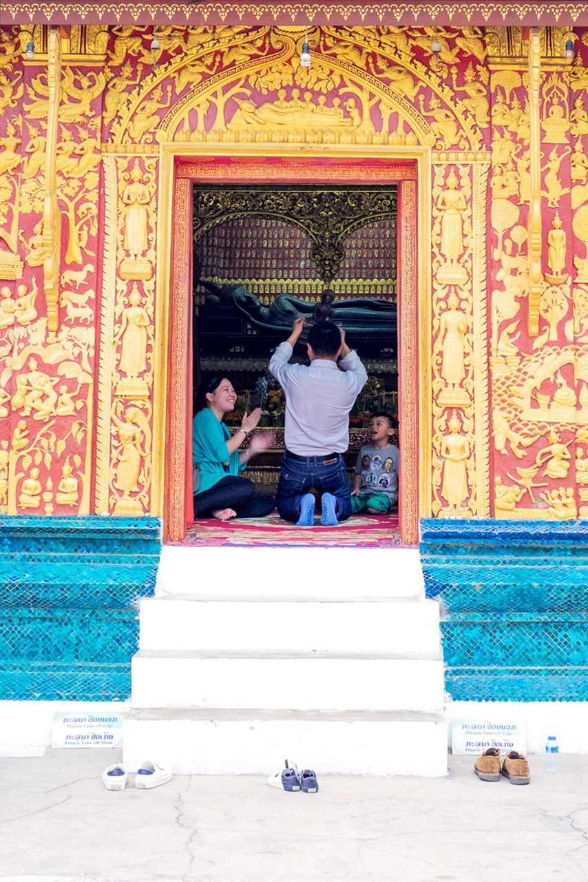 11 Family in a nutshell - Laos Luang Prabang